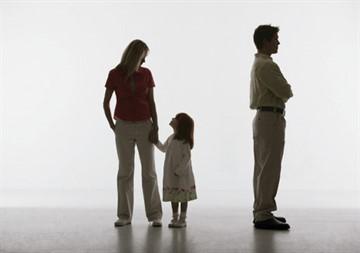 Должен ли платить алименты лишенный отцовства