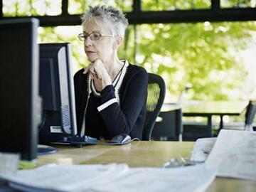 Имеет ли право работающий пенсионер на отпуск без содержания